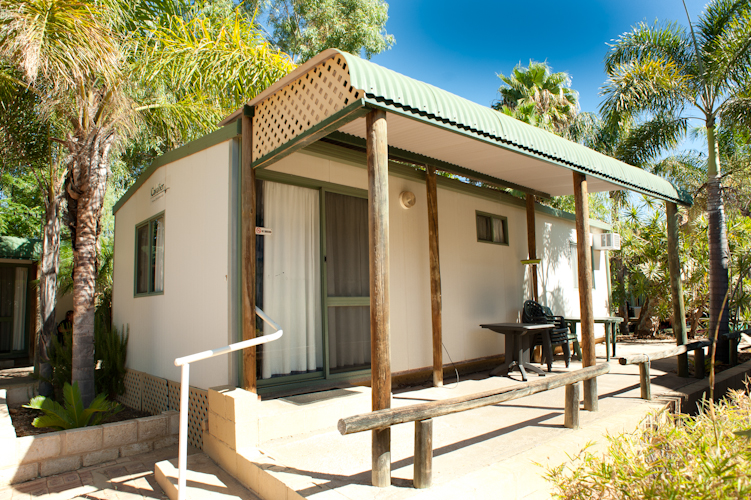Murchison Caravan Park- Standard En-Suite-Outside