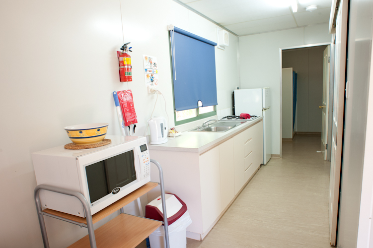 Murchison Caravan Park- Standard En-Suite-Kitchen
